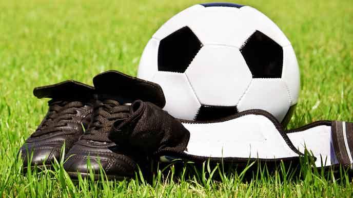 サッカーボールとサッカーシューズ