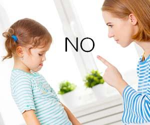 子供にマナーを教える母親