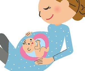 母親の胎内で羊水に浮かぶ胎児
