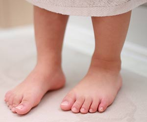 子供の裸足