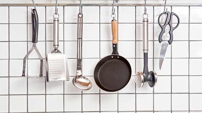 よく使う調理器具を近場に掛ける