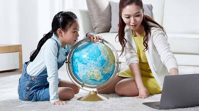 親子で海外の現地について勉強する