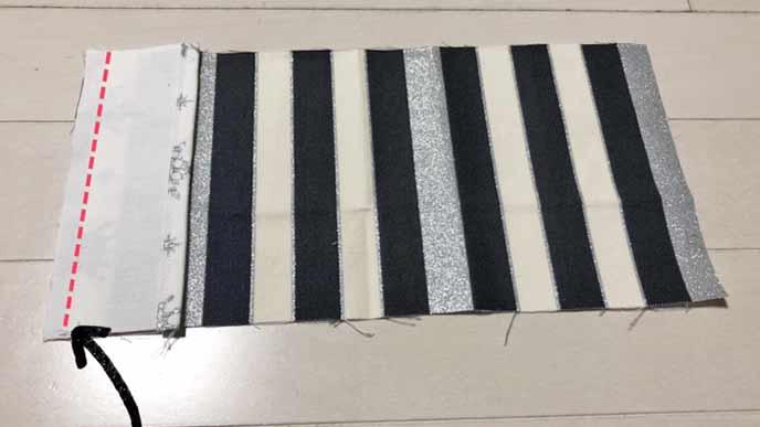 四角い布Cと四角い布Dをそれぞれ中表で縫い付けた状態