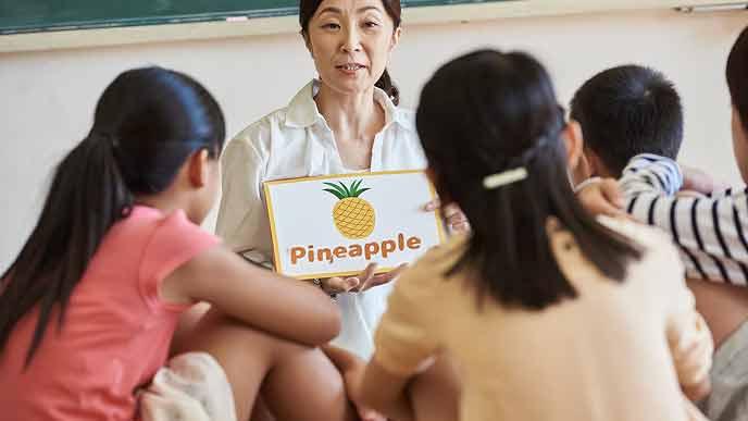 英語を教える女性